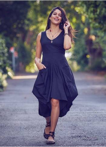 Oversized Pockets Tie Waist Sleeveless Black Dress