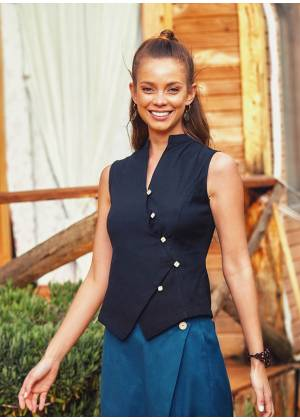 Sleeveless Square-Buttoned Mandarin Collar Shirt